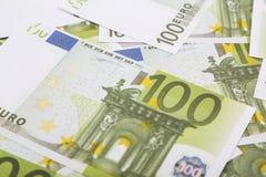 Pieniądze sto euro banknoty spieniężają, zamykają w górę, obraz stock
