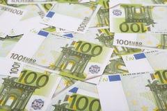 Pieniądze sto euro banknoty spieniężają, zamykają w górę, zdjęcia royalty free