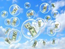 Pieniądze w mydlanych bąbli pojęciu ryzykowny Fotografia Royalty Free