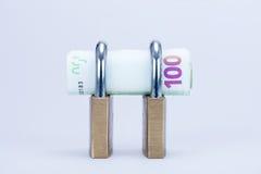 Pieniądze w zamkniętej kłódce Obraz Stock