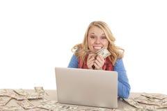 Pieniądze wszędzie komputer Zdjęcia Stock