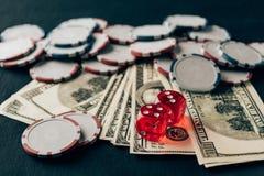 Pieniądze z kostka do gry i układami scalonymi fotografia royalty free