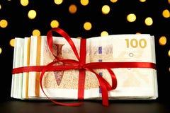 Pieniądze zawijający dla boże narodzenie teraźniejszości Obrazy Royalty Free