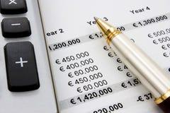 pieniężne raportowe sprzedaże Obrazy Stock