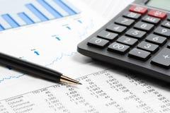 Pieniężnej księgowości rynku papierów wartościowych mapy i wykresy obraz stock
