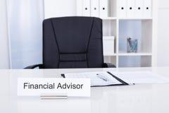 Pieniężny advisor tytuł na nameplate zdjęcie stock