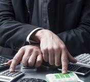 Pieniężny kierownik kontroluje koszty przy pracą Obraz Stock