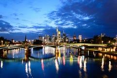 Pieniężny okręg w Frankfurt nocą Fotografia Stock