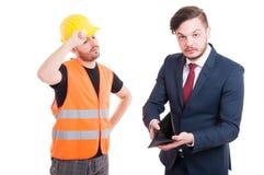 Pieniężny problemu pojęcie z młodym budowniczym i biznesmenem zdjęcie stock