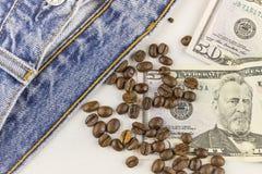 Pieniądze, kawowe fasole i cajgi, Obraz Stock
