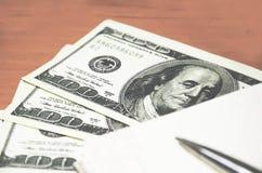 Pieniądze, pióro i notepad, Zdjęcia Royalty Free