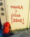 Piensa y Lucha, ¡ Joder d'Â ! Quelques personnes révolutionnaires de messages peuvent trouver partout dans la traînée espagnole,  Photos stock
