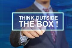 Piense fuera de la caja, concepto de motivaci?n de las citas de las palabras imagen de archivo libre de regalías