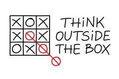 Piense fuera del tic Tac Toe de la caja Fotografía de archivo
