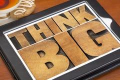 Piense grande en la tableta digital Imágenes de archivo libres de regalías