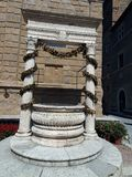 Pienza. The old well on the Cathedral square Royalty Free Stock Photos