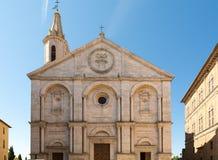 Pienza i den Val d'Orciaen och dess domkyrka Arkivfoton