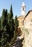 Pienza, Italien-Glockenturm gegen blauen Himmel lizenzfreie stockfotografie