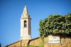 Pienza Rue d'Italien de connexion d'amour sur un mur dans Pienza, Sienne, Italie Photos stock