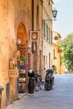 Pienza Toscana pasa por alto hacia granja foto de archivo