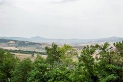 Pienza, Toscane, Italie/le 24 juillet 2016/vue scénique des champs cultivés en été en vallée d'Orcia photographie stock