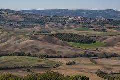 Pienza - Toskana/Italien, am 30. Oktober 2016: Szenische Toskana-Landschaft mit Rolling Hills und Tälern im Herbst, nahe ` Pienza Lizenzfreie Stockbilder
