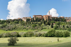 PIENZA, TUSCANY/ITALY - 19 DE MAIO: Vista de Pienza em Toscânia em M Imagens de Stock