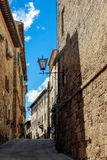 PIENZA, TUSCANY/ITALY - 19 DE MAYO: Edificios en Pienza el 19 de mayo, Fotos de archivo libres de regalías