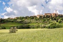 PIENZA, TUSCANY/ITALY - 19 DE MAYO: Vista de Pienza Toscana el 1 de mayo Imagen de archivo libre de regalías
