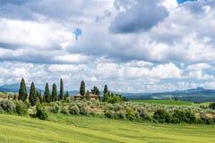 PIENZA, TUSCANY/ITALY - 19 DE MAYO: Vista de una granja cerca de Pienza en T Foto de archivo