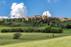 PIENZA, TUSCANY/ITALY - 19 MAGGIO: Vista di Pienza in Toscana sulla m. immagine stock libera da diritti