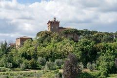 PIENZA TUSCANY/ITALY - MAJ 17: Palazzo Massaini nära Pienza in Fotografering för Bildbyråer
