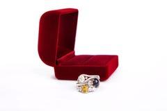 Pierścionek biżuteria jest popularna z dziewczynami Symbol miłość I th fotografia royalty free