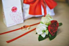 Pierścionek zaręczynowy przy ślubem Obraz Royalty Free
