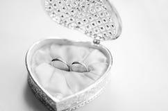 Pierścionki zaręczynowi w pudełku Zdjęcie Stock