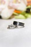 pierścionki zgłaszają ślubnego biel Zdjęcie Stock