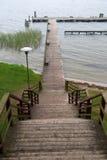 Pier über dem See stockfotografie