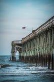 Pier über Wellen Lizenzfreie Stockbilder