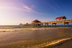 Free Pier 60 At Sunset On A Clearwater Beach In Florida Royalty Free Stock Photo - 195586175