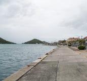 Pier Along Harbor i St Thomas Arkivfoto