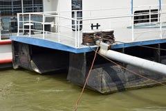 Pier auf dem Fluss Lizenzfreie Stockfotos