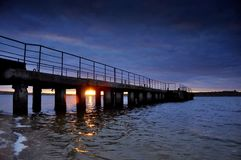 Pier auf dem Fluss Stockfotos
