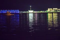 Pier auf dem Nachtmeer Lizenzfreies Stockbild