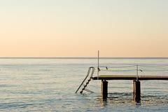 Pier auf dem Ozean Stockfotos