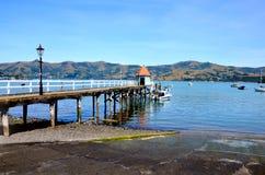 Pier auf dem See stockfoto