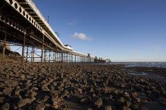 Pier auf Küste Stockbild