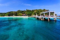 Pier auf Koh Maiton-Insel, Phuket, Thailand Stockfotografie