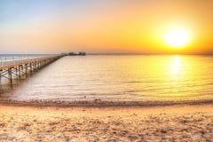 Pier auf Rotem Meer in Hurghada bei Sonnenaufgang Stockfotografie