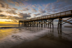 Pier bei Ise des Palmen-Strandes, in Charleston South Carolina bei Sunr stockfoto