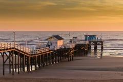 Pier bei Sonnenaufgang Stockbilder